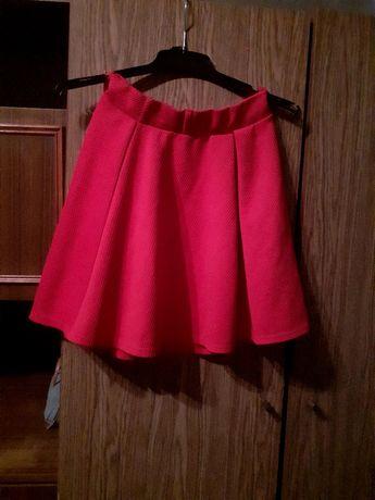 Oddam czerwoną elegancką spódnicę