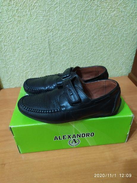 Продам кожаные туфли на мальчика 36 размера