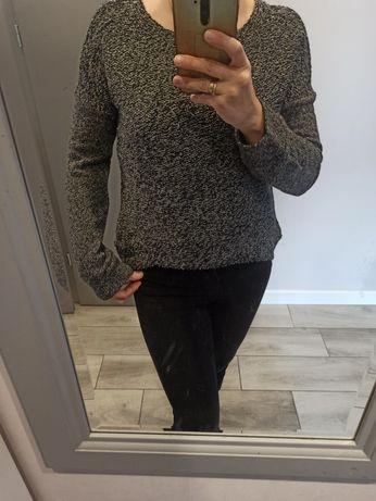 Sweterek z srebrna nitką rozmiar S