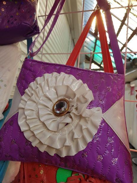 Сумочка для девочки фиолетовая цветок