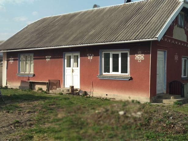 Продається будинок у селі Сопів.Дві кімнати,коридор і кухня.
