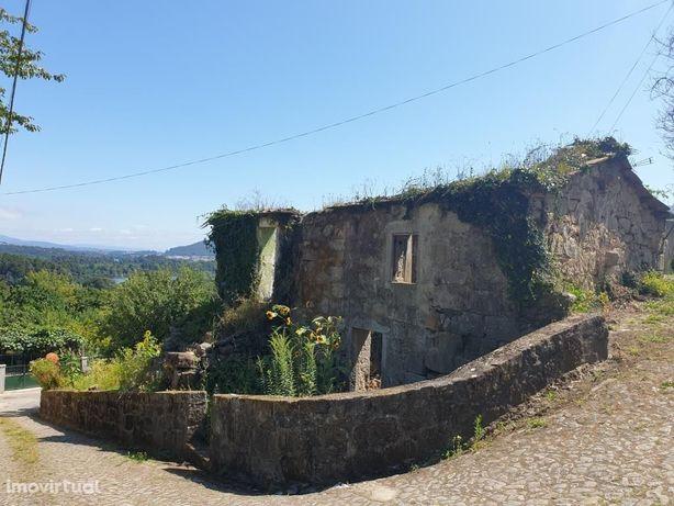Terreno com ruína para restauro - Gondarém
