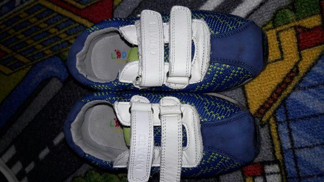 Кросівки дитячі.