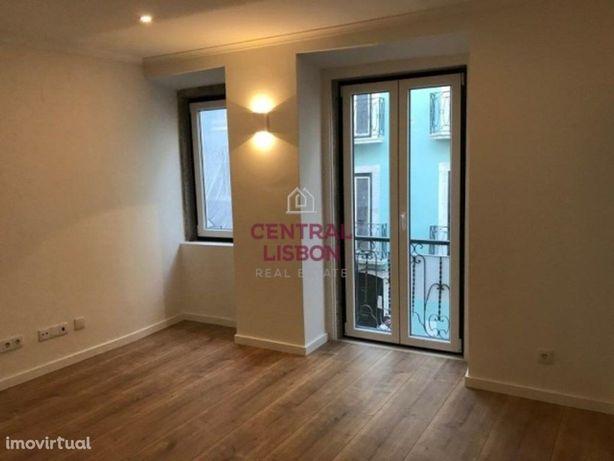 Apartamento T1 para Arrendamento - Intendente- Martim Mon...