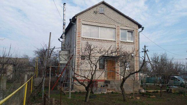 Дом в СК Юбилейный, смт.Великодолинское на участке 6.2 сотки