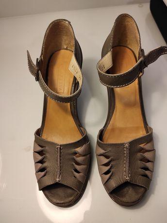 Sandálias n°36, calçam um 37