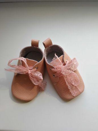 Кожаные пинетки первая обувка для малышки