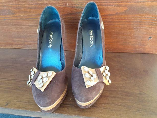 Sapatos castanhos da Pedicaty em excelente estado