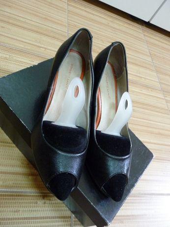 Отличные туфли с открытым носочком Roberto Santi.