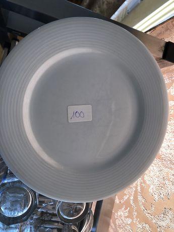 Тарілки посуд
