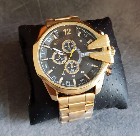 Duży złoty zegarek męski