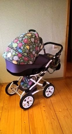 Яркая коляска с рождения