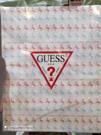 Zestaw prezentowy dla dzieci unisex firmy GUESS