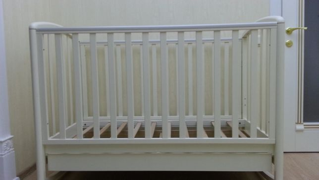 Продам детскую кроватку Baby Italia в отличном состоянии