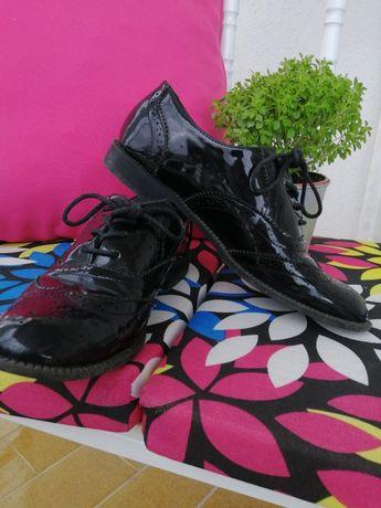 Sapatos de Verniz