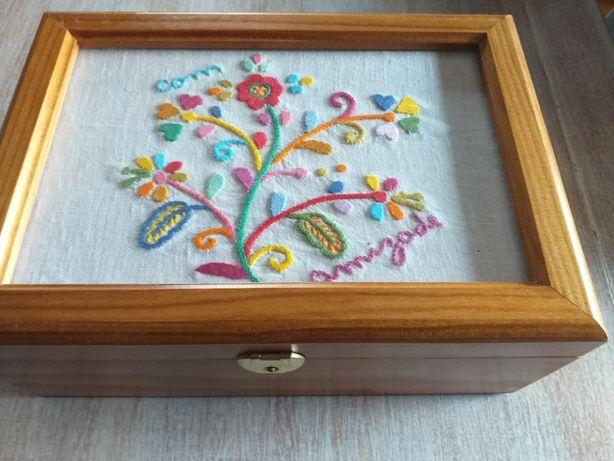 caixa guarda joias em madeira