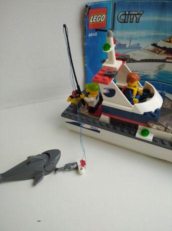 """Лего набор """"Охота за акулами"""" 4642"""