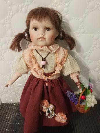 Кукла фарфоровая с корзинкой 40 см