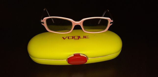 Armação da marca Vogue