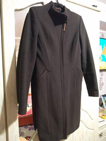 Продам жіноче пальто.
