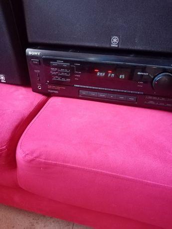 Amplituner Sony z głośnikami Yamaha.