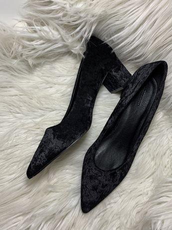 Классические велюровые туфли reserved
