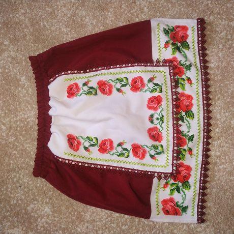 Очень красивая юбочка вышита бисером в украинском стиле