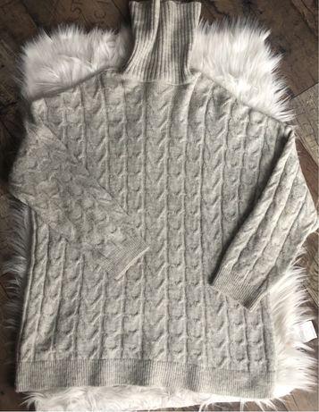 Szary duży sweter z golfem