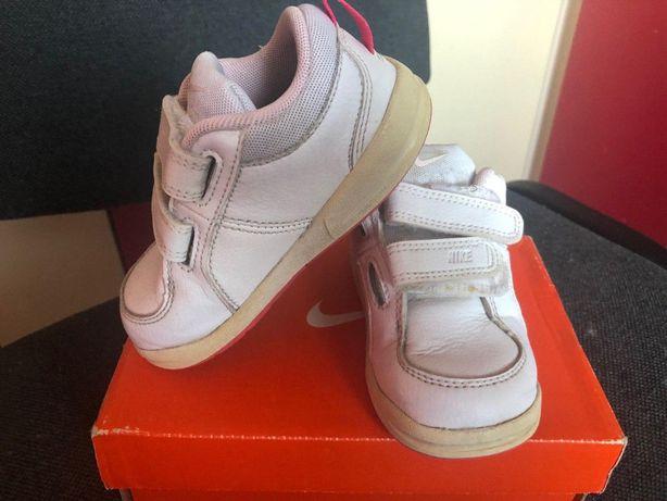 Продам детские белые кроссовки Nike стелька 13 см