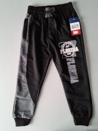 Nowe spodnie dresowe 122