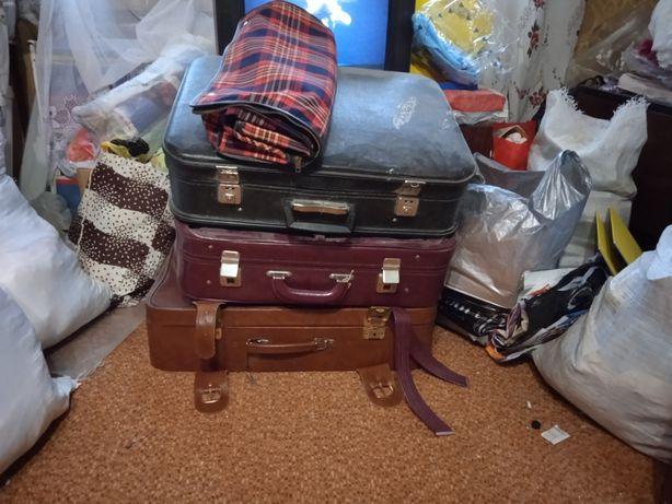 Отдам срочно чемоданы