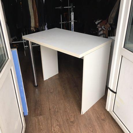 Белый письменный компьютерный стол