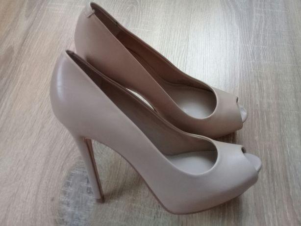 Туфлі Guess