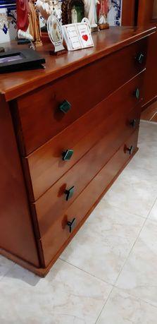 Comoda de madeira maciça