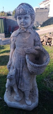 Estatua pedra boneca