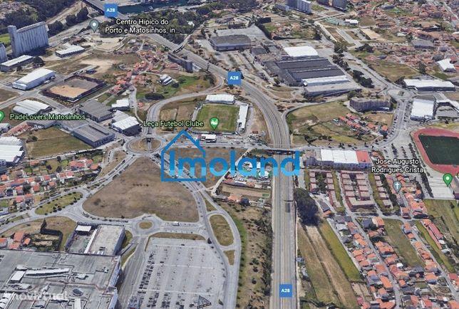 Armazém c/ 1.000 m2 à Exponor