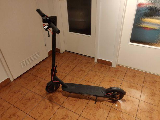 Hulajnoga Elektryczna XIAOMI Mi Electric Scooter PRO