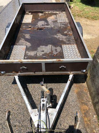 Reboque 1600 kg com travão em bom estado