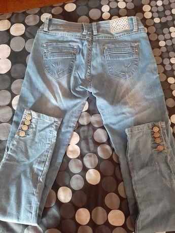 Calças de ganga claras n° 36 com botões nas pernas