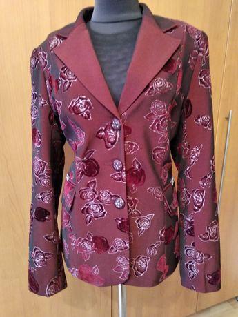 Пиджак нарядный с рюлексом.
