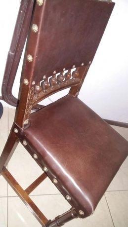 krzesła garnki