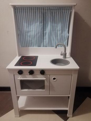 Kuchnia dla dzieci IKEA z akcesoriami.