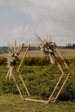 heksagon, ozdoby ślubne ołtarz ślub w plenerze