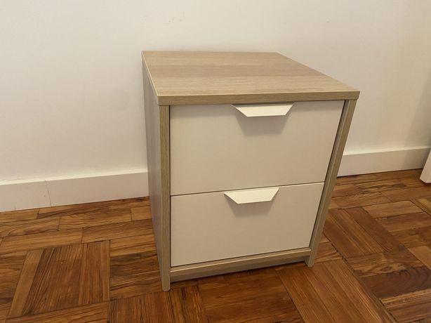 Mesa de cabeceira IKEA como nova