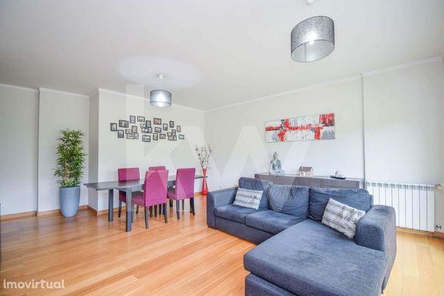 Apartamento de 3 assoalhadas nas Laranjeiras com lugar de garagem e ar