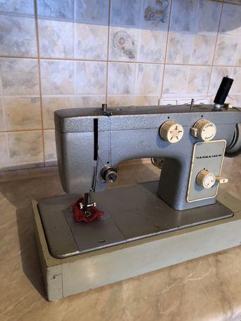 Електрична швейна машинка