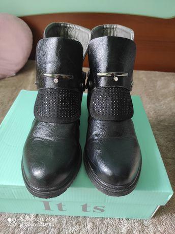 Дитячі черевики  35р.