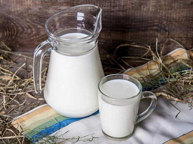 Świeże kozie mleko