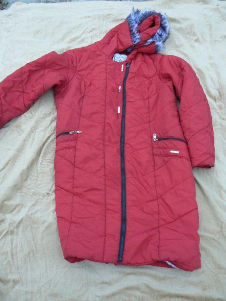 куртка женская темно-красная с капюшоном