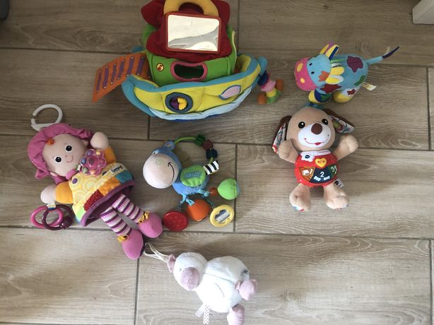 Набор игрушек фирменных подвеска в коляску музыкальная